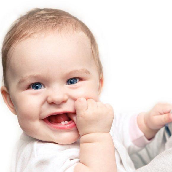 Os dentes de leite do bebé