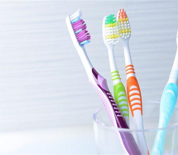 Como escolher uma escova de dentes?